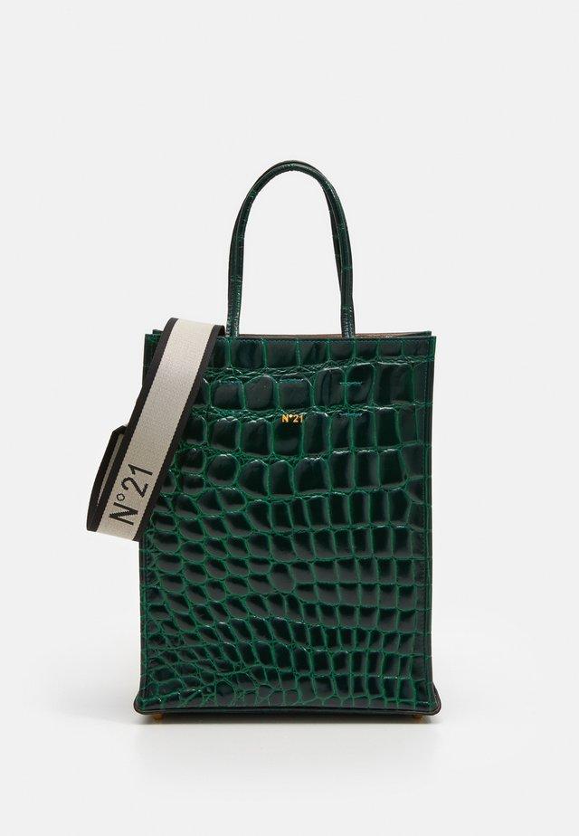 SHOPPING VERTICALE - Across body bag - green