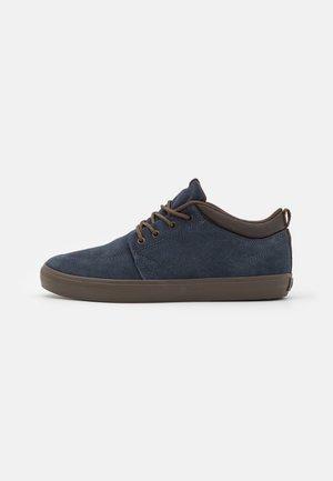 CHUKKA - Skate shoes - dark navy
