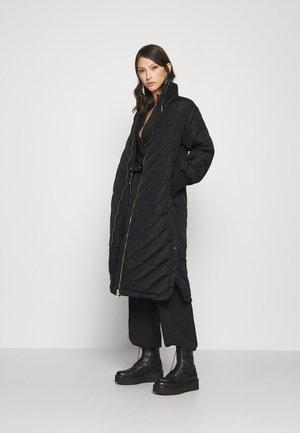 YASABIRA LONG COAT - Down coat - black