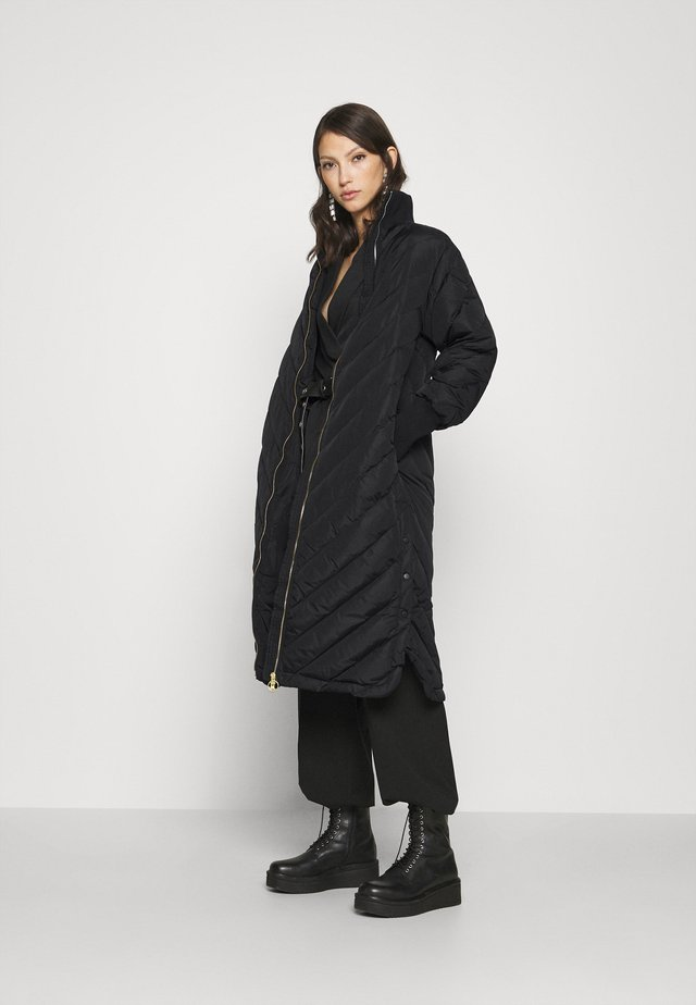 YASABIRA LONG COAT - Piumino - black