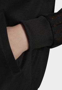 adidas Originals - LACE TRACK TOP - Kurtka Bomber - black - 6