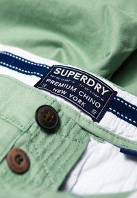 Superdry - CITY - Shorts - khaki - 4
