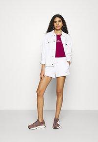 Calvin Klein Jeans - MICRO BRANDING - Shorts - white - 1