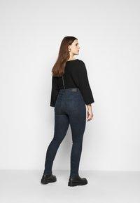 Vero Moda Curve - VMLOA - Jeans Skinny Fit - dark blue denim/black wash - 2