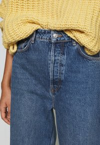 Topshop - ZED MOM - Relaxed fit jeans - blue denim - 4