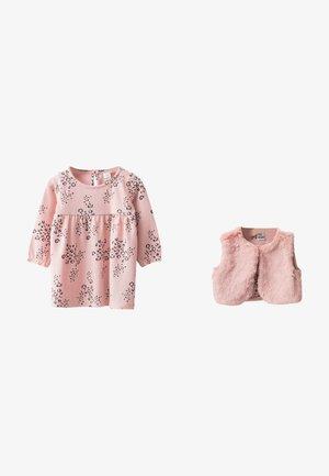 SETS - Waistcoat - pink