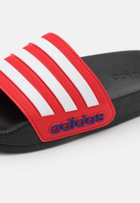adidas Performance - ADILETTE SHOWER UNISEX - Badslippers - core black/footwear white/vivid red - 5