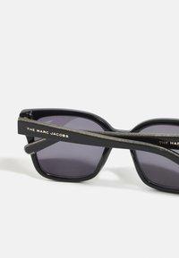 Marc Jacobs - Sluneční brýle - black/grey - 2