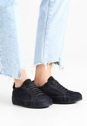 Sneakers - sirena crosta