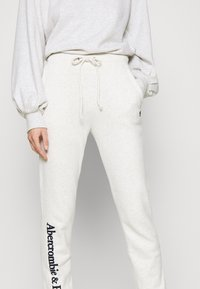 Abercrombie & Fitch - LOGO BANDED  - Tracksuit bottoms - light grey - 4