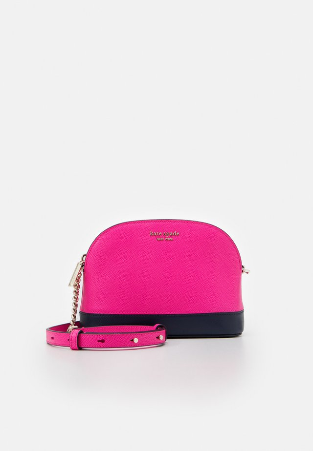 SPENCER SMALL DOME CROSSBODY - Sac bandoulière - shocking magenta