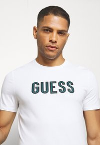 Guess - DEAL TEE - T-shirt con stampa - blanc pur - 3