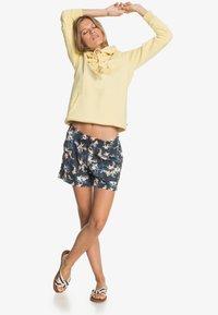 Roxy - ANOTHER KISS - Sports shorts - mood indigo aqua ditsy - 1