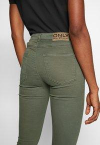 ONLY - ONLMIRINDA BASIC PANT - Vaqueros pitillo - kalamata - 5