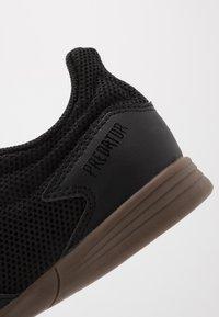 adidas Performance - PREDATOR 20.4 IN SALA - Halové fotbalové kopačky - core black/dough solid grey - 2