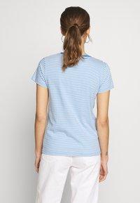 Levi's® - PERFECT V NECK - Printtipaita - light blue, white - 2