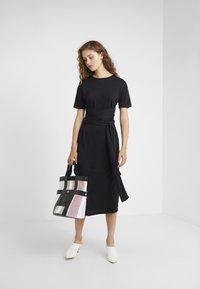 Lovechild - CONRAD DRESS - Jerseykleid - black - 1