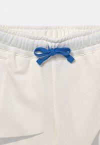 Nike Sportswear - Shorts - sail/light bone - 2