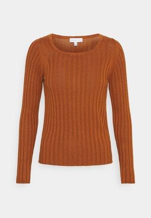 NU-IN X STEFANIE GIESINGER ASYMMETRIC RIBBED  - Långärmad tröja - burnt orange