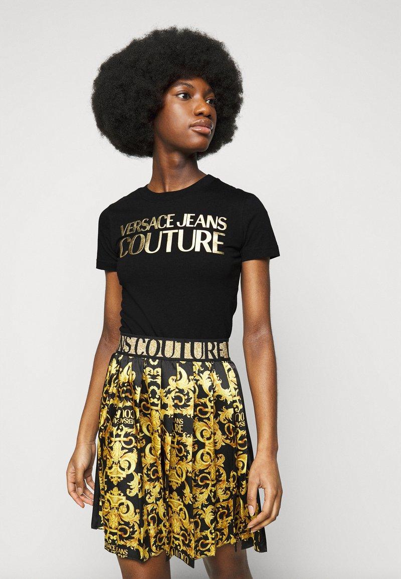 Versace Jeans Couture - LADY - Triko spotiskem - black/gold