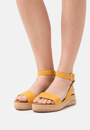 Sandály na platformě - mango