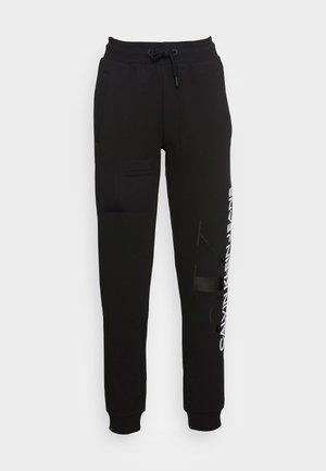 VERTICAL MONOGRAM JOG PANTS - Pantalon de survêtement - black