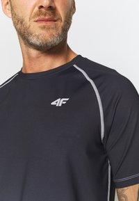 4F - Men's training T-shirt - Print T-shirt - black - 4