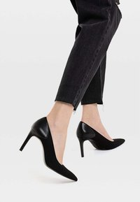 Stradivarius - Højhælede pumps - black - 0