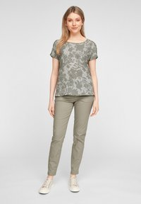 s.Oliver - T-shirt imprimé - khaki aop - 1
