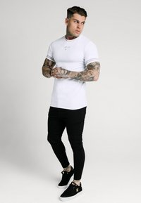 SIKSILK - ELEMENT GYM TEE - Basic T-shirt - white/gold - 1