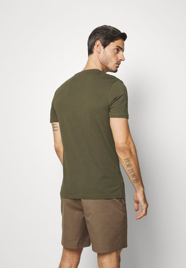 Pier One T-shirt z nadrukiem - oliv/oliwkowy Odzież Męska KVNB