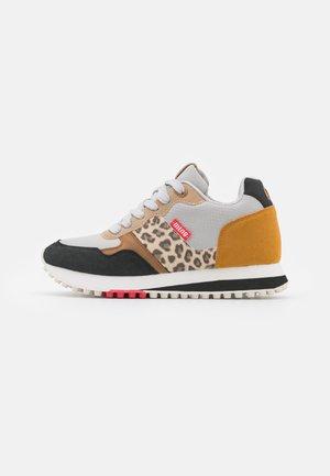 SELVA - Sneakers laag - mostaza