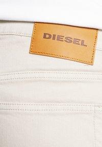 Diesel - D-LUSTER - Slim fit -farkut - off white - 4