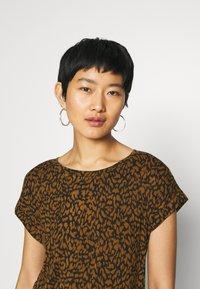 Soyaconcept - SC-KRISTA 2 - Print T-shirt - brown - 6