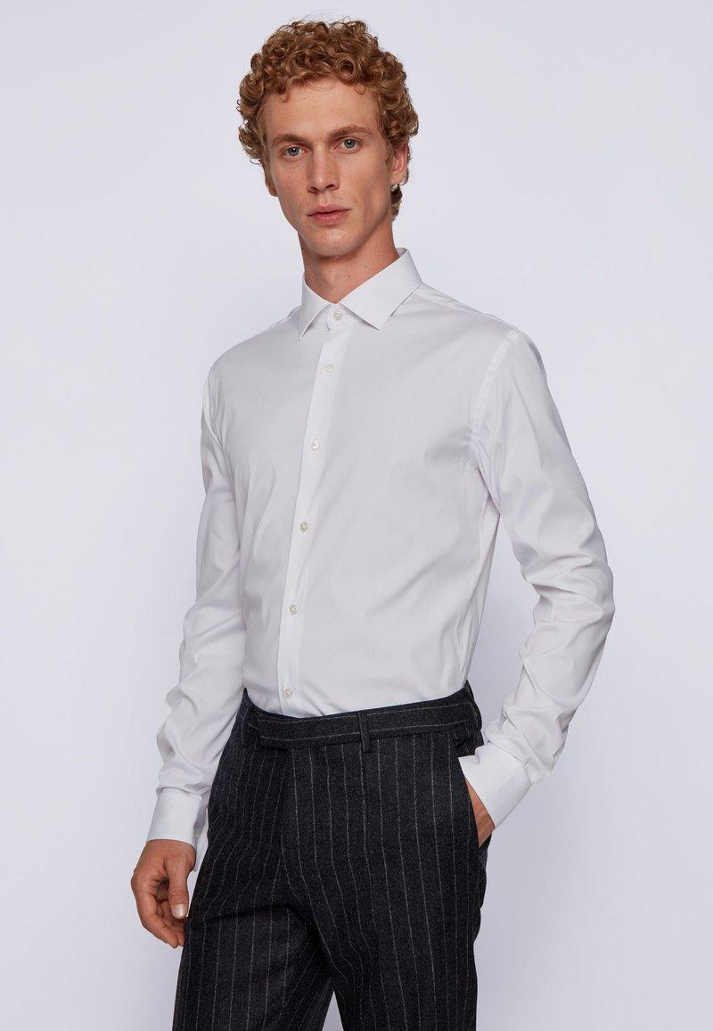 BOSS - HENNING - Kostymskjorta - white