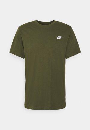 CLUB TEE - Basic T-shirt - rough green/white
