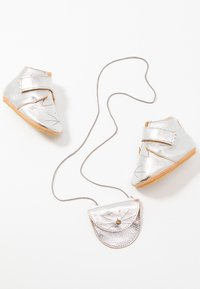 Easy Peasy - KINY COLLIER CHAT GIFT SET - First shoes - silver - 6