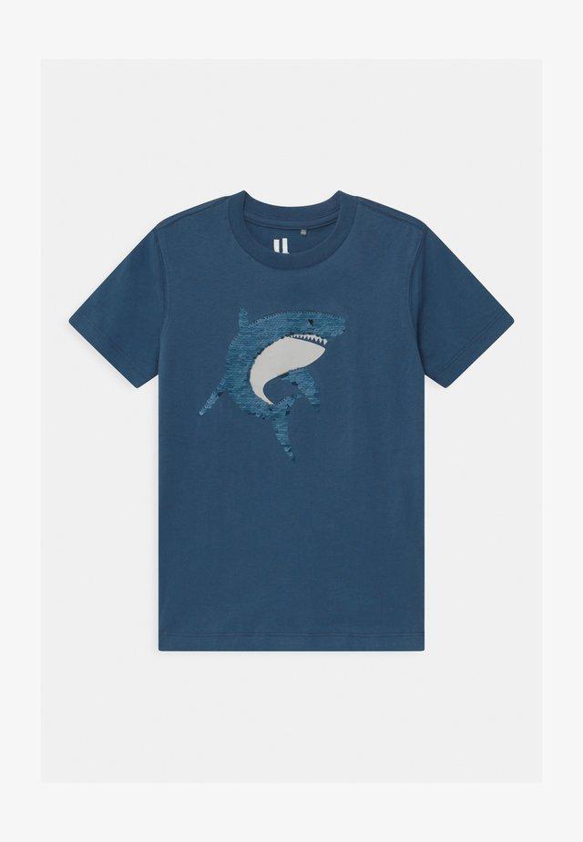 DOWNTOWN SHORT SLEEVE  - T-Shirt print - petty blue
