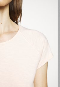 CLOSED - WOMEN´S - Basic T-shirt - rose quartz - 5