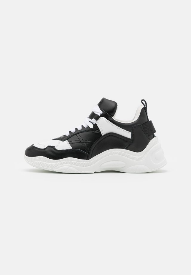 CURVERUNNER - Sneakers laag - black/white