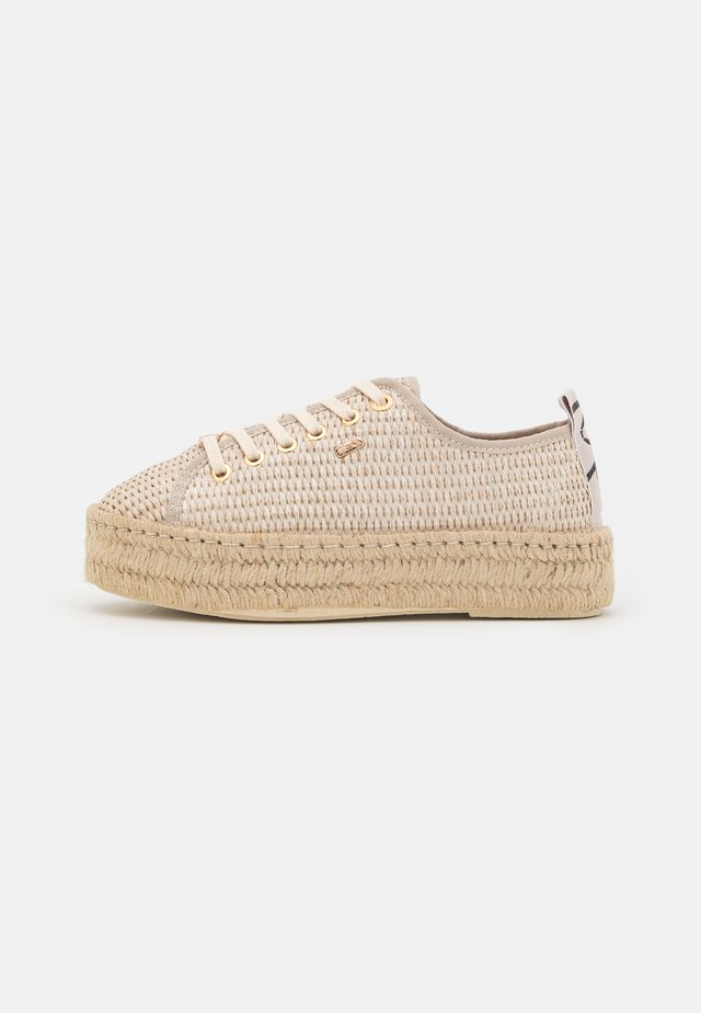 GENNA - Chaussures à lacets - beige/gold