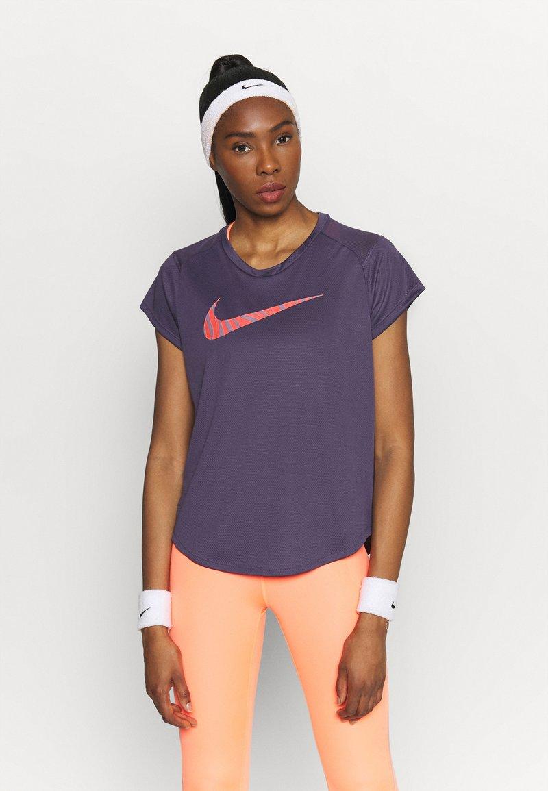 Nike Performance - ICON CLASH RUN  - T-shirt imprimé - dark raisin