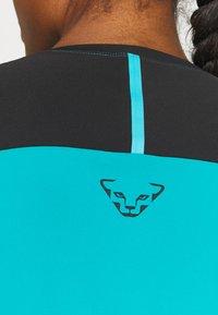 Dynafit - ALPINE PRO TEE - Sports shirt - black out ocean - 5