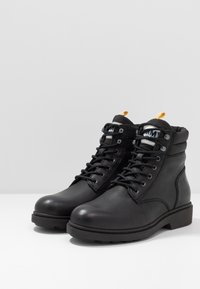 Tommy Jeans - CASUAL BOOT - Lace-up ankle boots - black - 2