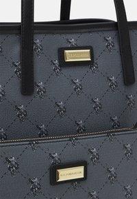 U.S. Polo Assn. - HAMPTON POUCH PRINTED - Shopping bag - black - 5
