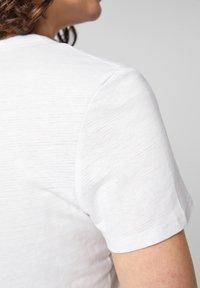 s.Oliver - Basic T-shirt - white - 4