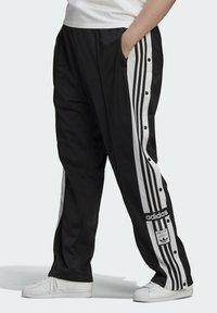 adidas Originals - ADIBREAK ADICOLOR CLASSICS PRIMEGREEN SLIM PANTS - Tracksuit bottoms - black - 0
