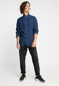 Knowledge Cotton Apparel - ZIG ZAK SHIRT - Shirt - dark denim - 1