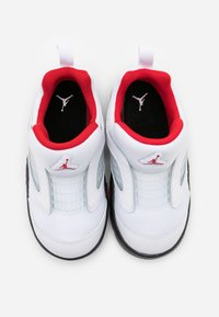 Jordan - 5 RETRO LITTLE FLEX UNISEX - Basketball shoes - white/university red/black - 3