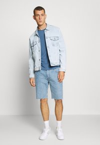 Tommy Jeans - ESSENTIAL JASPE TEE - T-shirts basic - audacious blue - 1